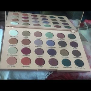 Emily Noel x makeup Revolution Eyeshadow Palette